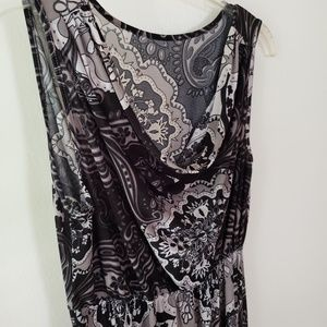 Dresses & Skirts - Black and cream silky knit maxi dress
